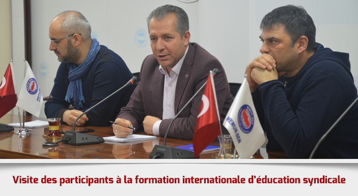 Visite des participants à la formation internationale d'éducation syndicale